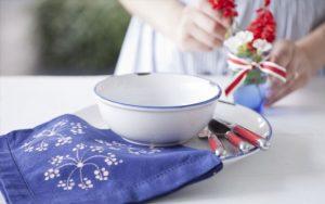 Napkin Article 668x419 300x188 Pintando tecidos com água sanitária